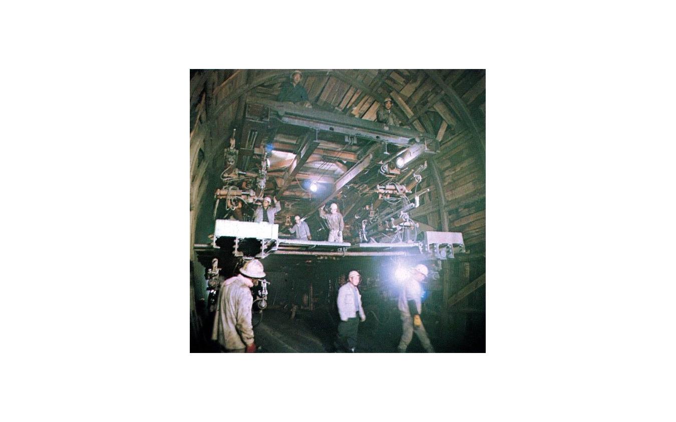 正丸トンネルの工事