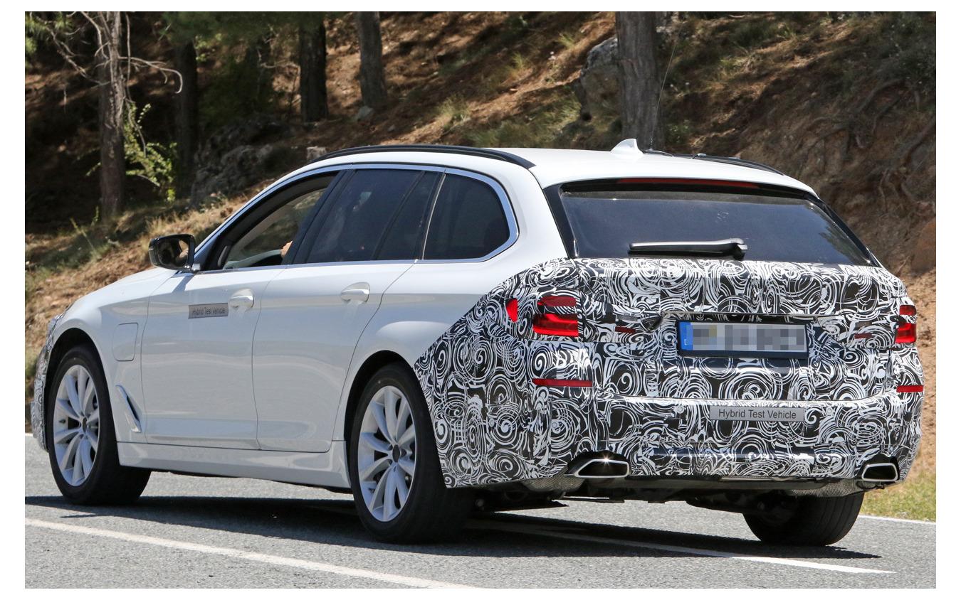 BMW 5シリーズツーリング 改良新型(スクープ写真)