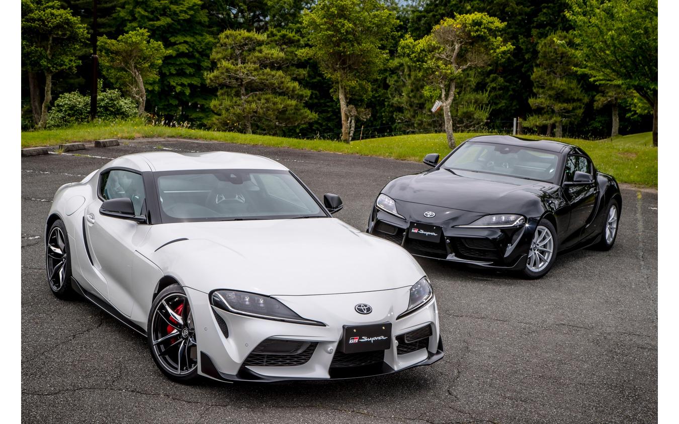 トヨタ スープラ 新型 直6モデルRZ(手前)と直4モデル SZ-R(奥)