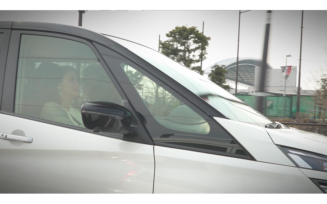 ドライバーは東京在住で、日常的にクルマを使う他、年に数回はウインタースポーツを楽しむために雪道も運転するという堀江美帆さん