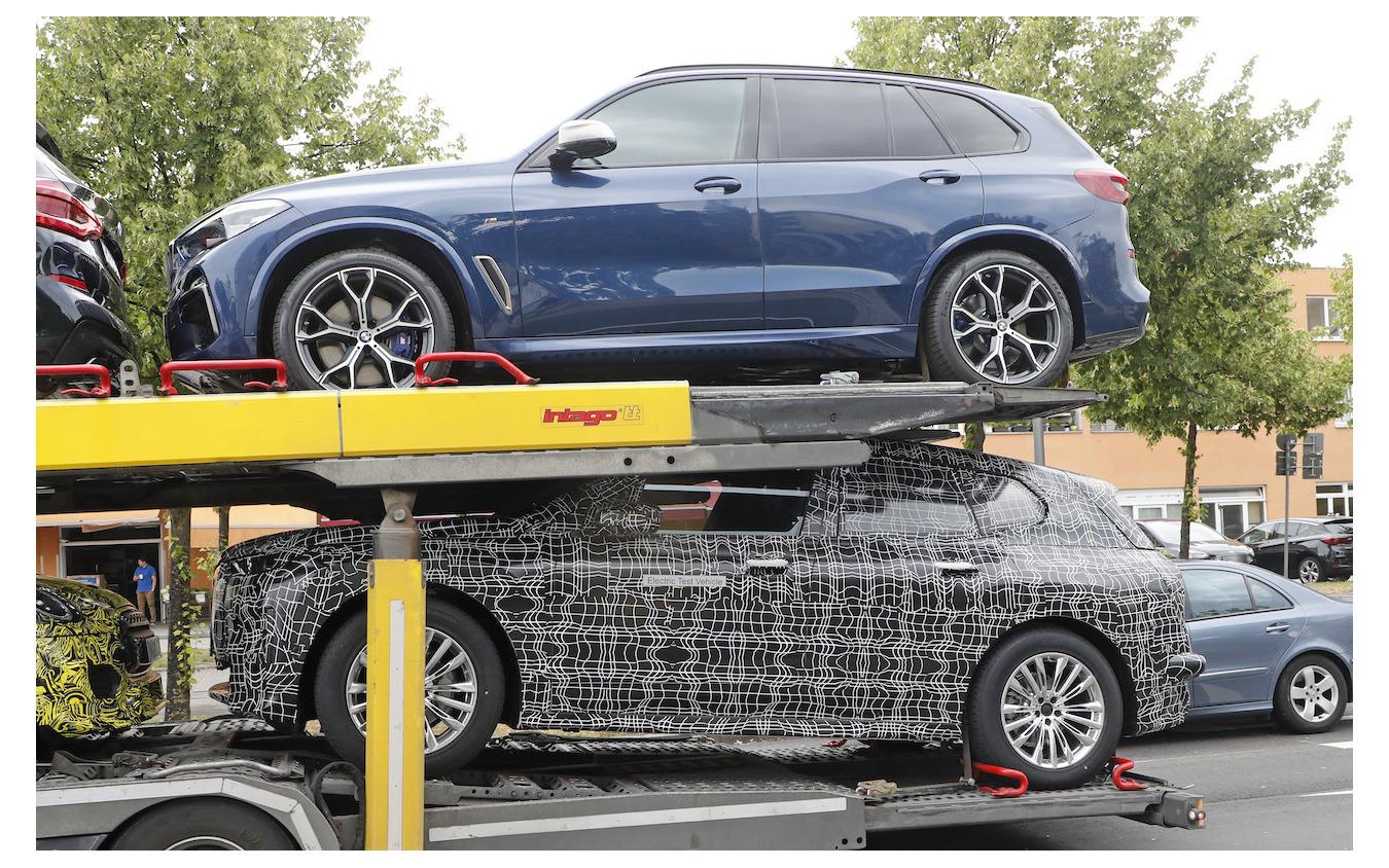 BMW X5(上段)とiNEXTが、ほぼ同じサイズであることがわかる