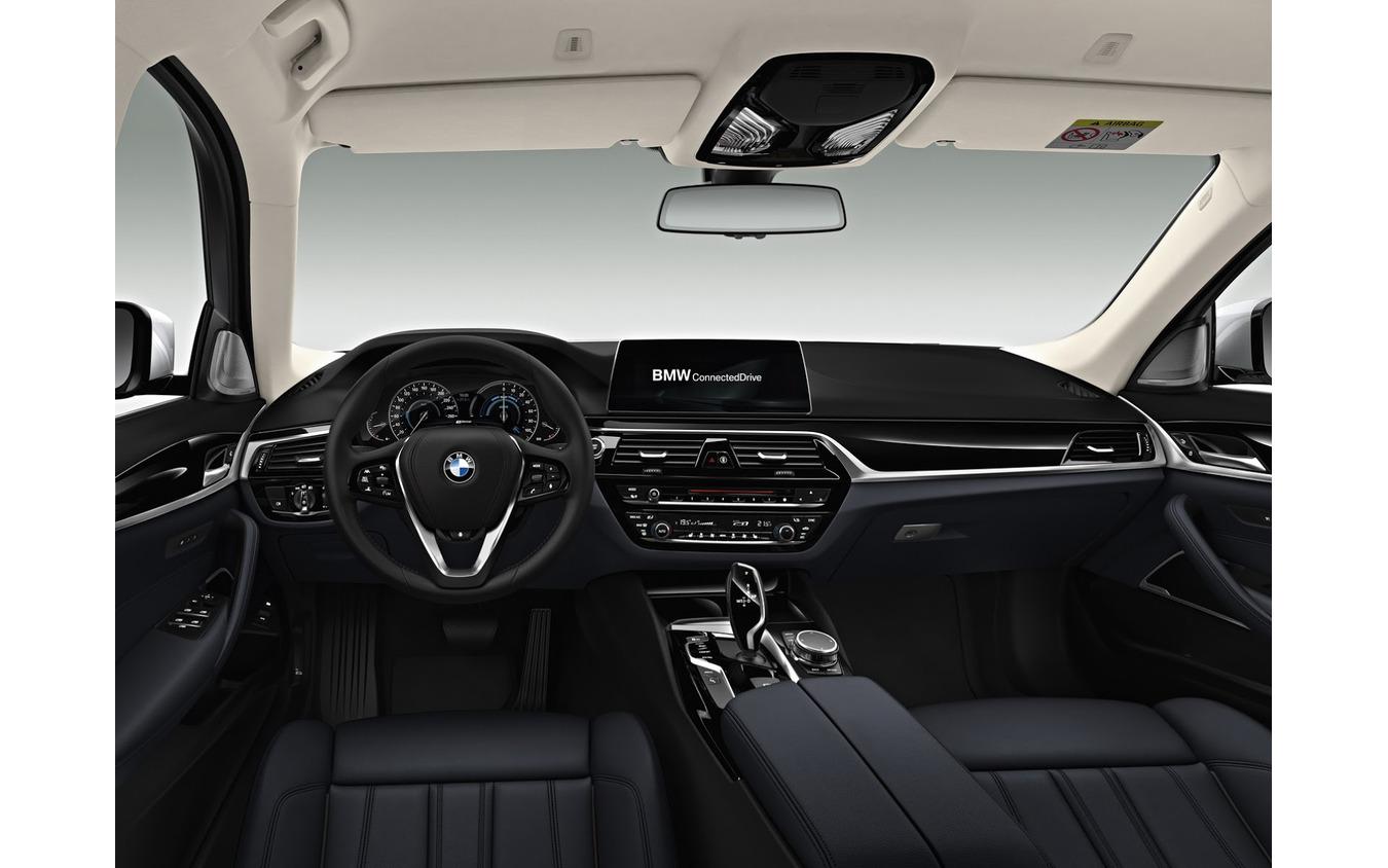 BMW 5シリーズセダンのPHV、530eセダン