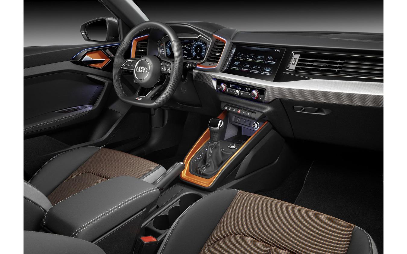アウディ A1 新型の シティカーヴァー