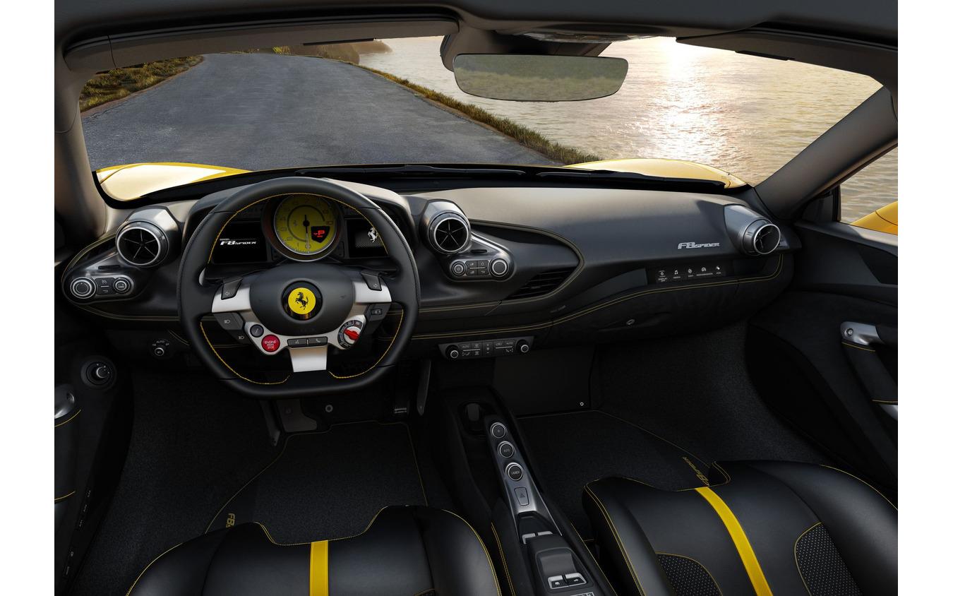 フェラーリF8スパイダー