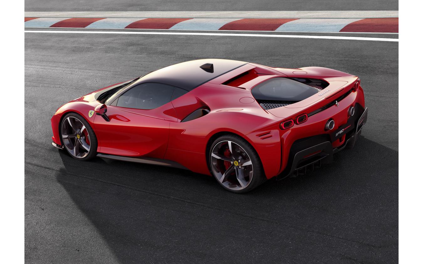 フェラーリSF90ストラダーレ