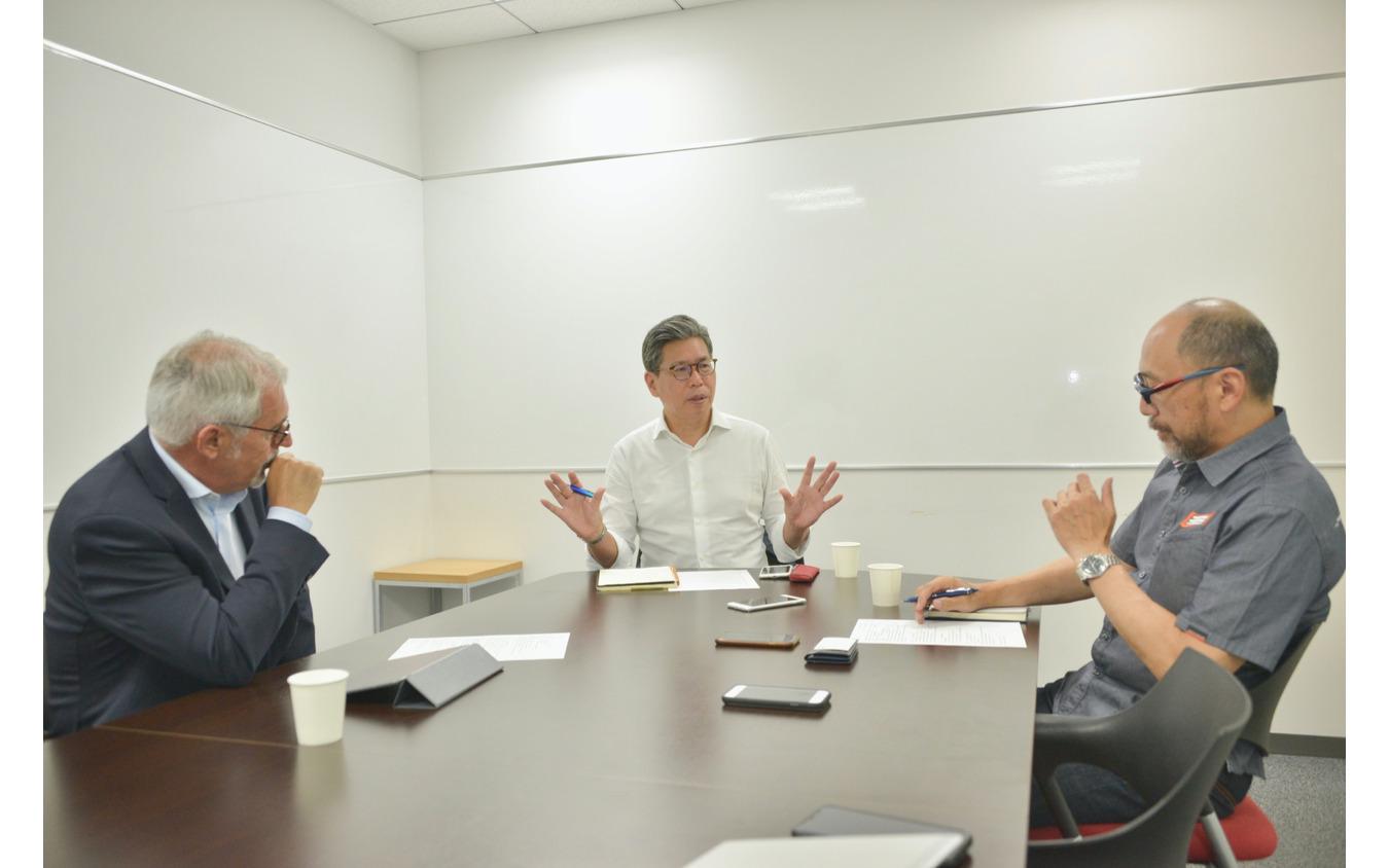 フランチェスコ・ラピザルダ氏(左)五条秀巳さん(中央)佐川健太郎氏(右)