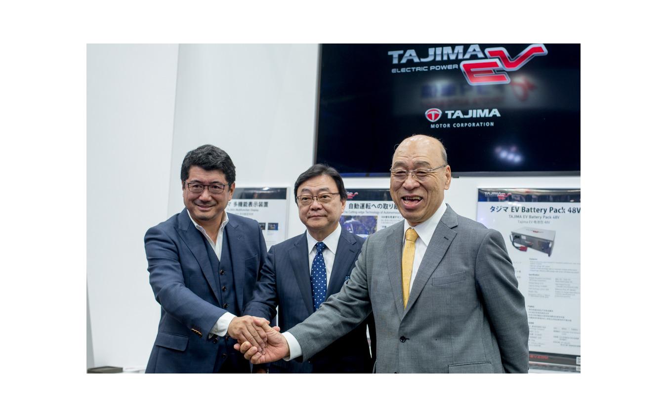 右からタジマモーターの田嶋社長、出光興産の木藤社長、工業デザイナーの奥山氏(東京モーターショー2019)