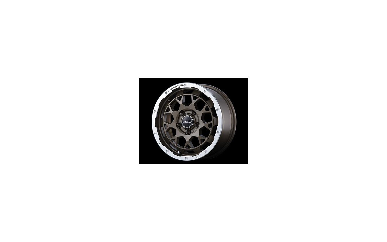 TEAM DAYTONA M9 17x7J 5H-114.3 INSET 32 カラー:マットブロンズ/リムダイヤモンドカット 価格:44,000円/ホイール1本 装着タイヤ:245/65R17