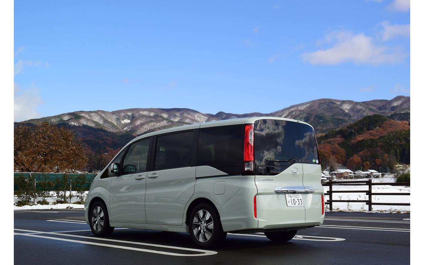 ホンダ ステップワゴン G・EX Honda SENSINGのリアビュー。群馬・川場村にて。