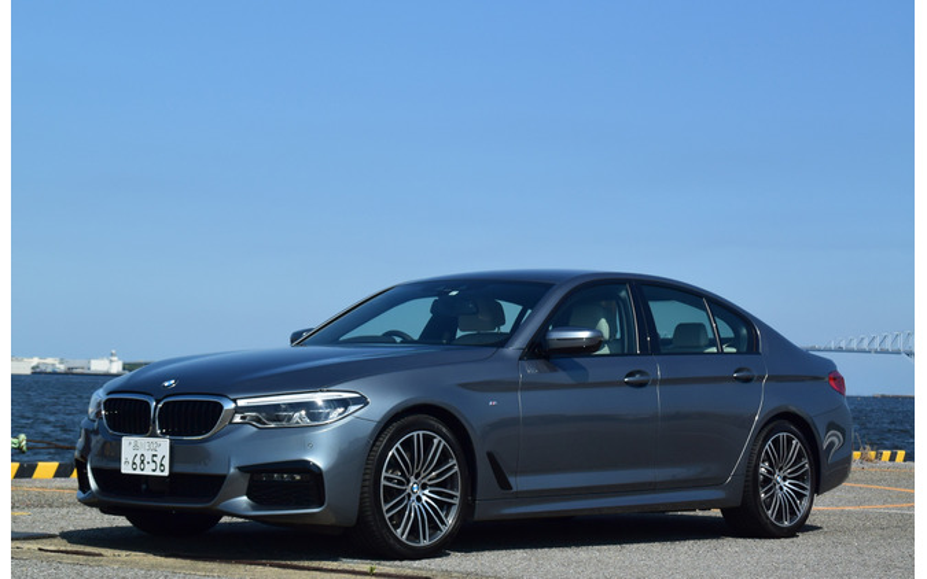BMW 523d M Sportのフロントビュー。
