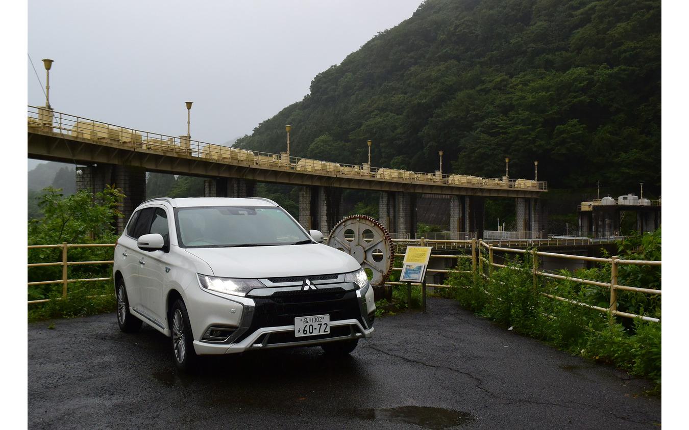 鬼怒川の黒部ダムにて記念撮影。