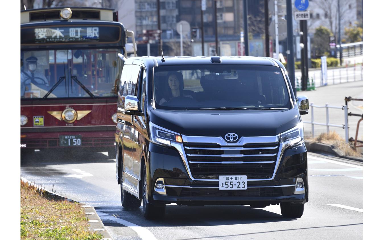 トヨタ グランエース G(4列8人乗り)