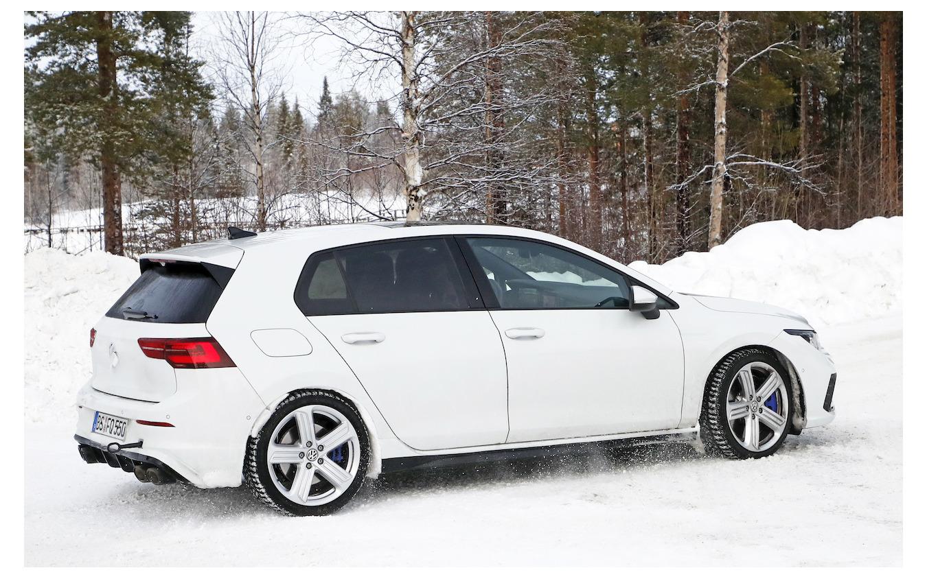 VW ゴルフR 新型プロトタイプ(スクープ写真)