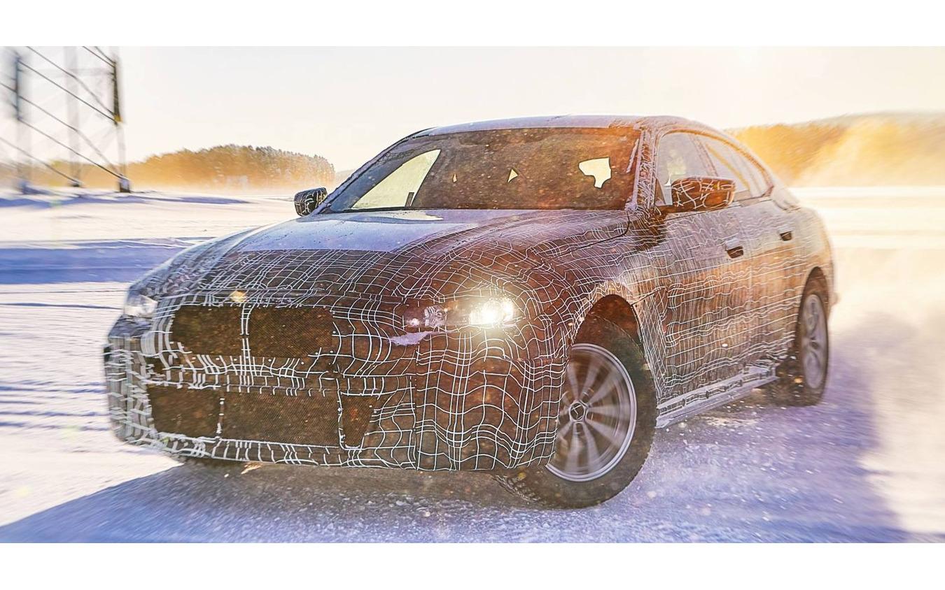 BMW i4 の開発プロトタイプ車