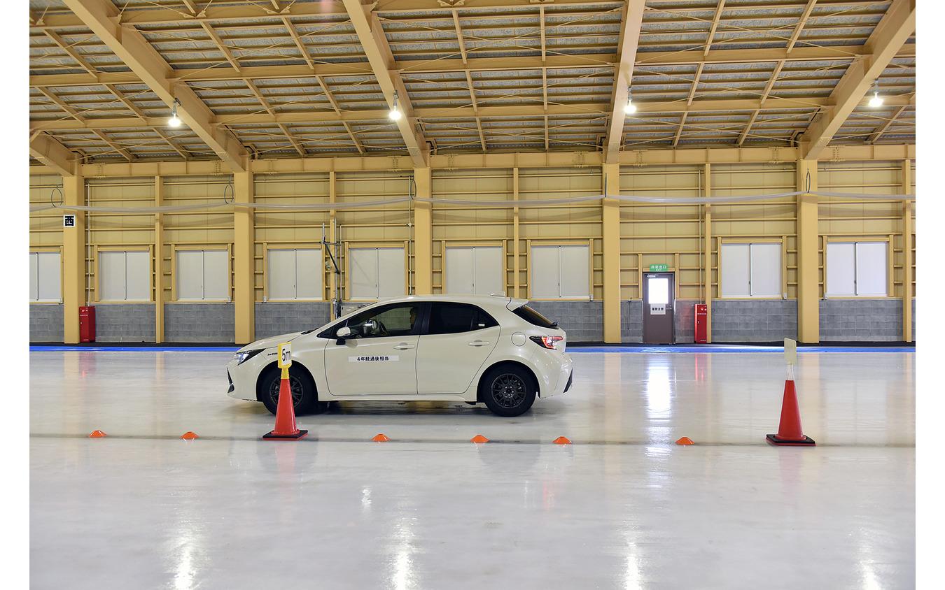 4年経過したスタッドレスを履いたカローラスポーツを使っての氷上での制動力のテスト