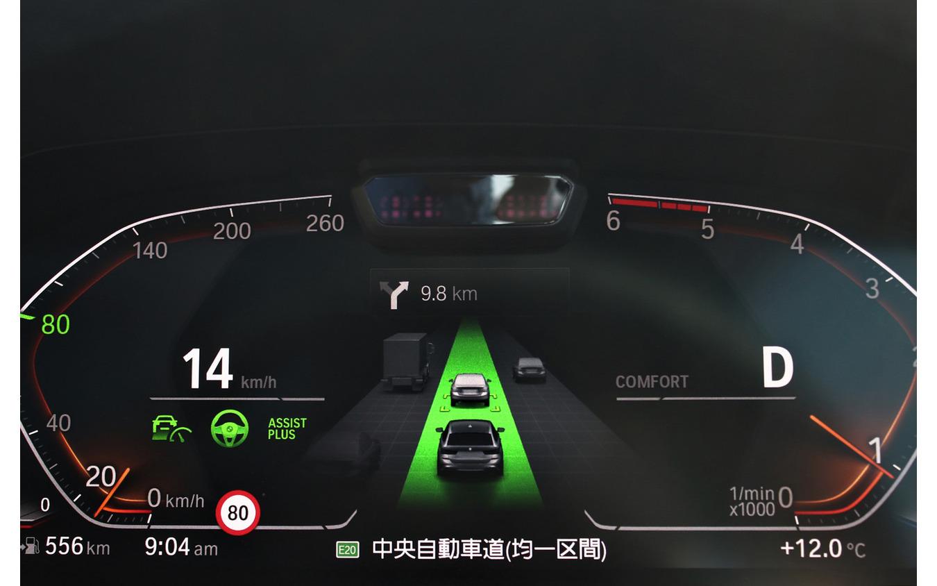 BMW 3シリーズ 新型の「高速道路渋滞時ハンズ・オフ機能付き渋滞支援システム」作動時の様子