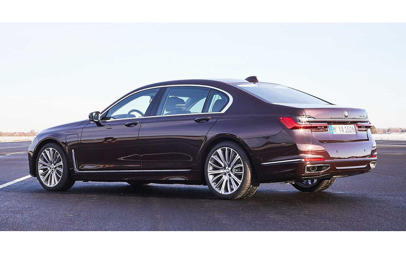 現行BMW 7シリーズ のPHV「745Le」(参考画像)