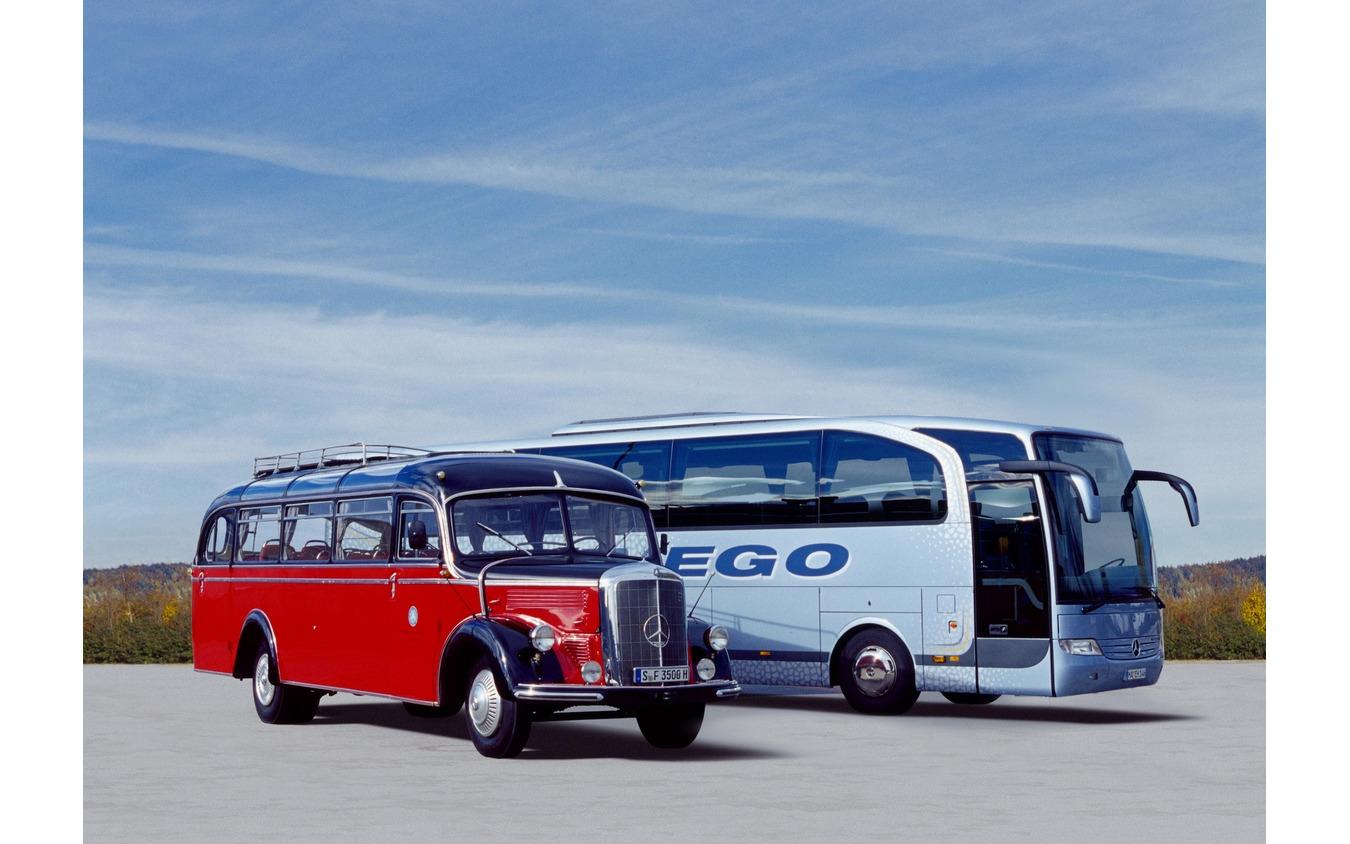 O3500(赤)とトラヴェゴ(水色、2009年~)