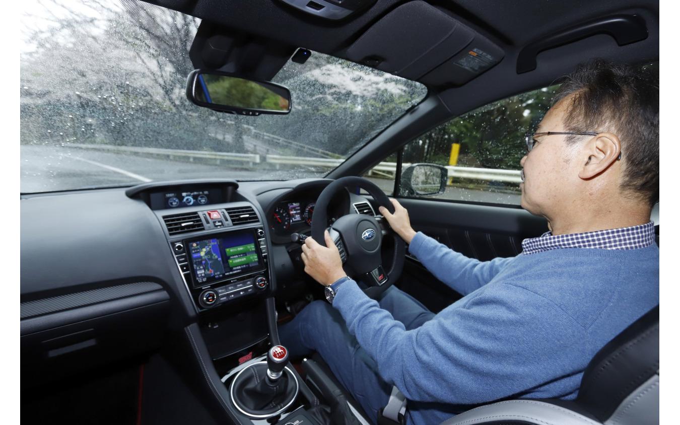 スバルWRX STI EJ20ファイナルエディション を運転する片岡英明