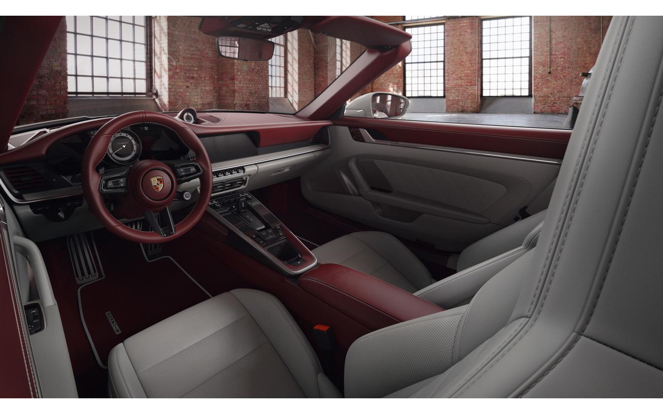 ポルシェ 911 新型の「レザーインテリア・エクスクルーシブ・マヌファクトゥール」