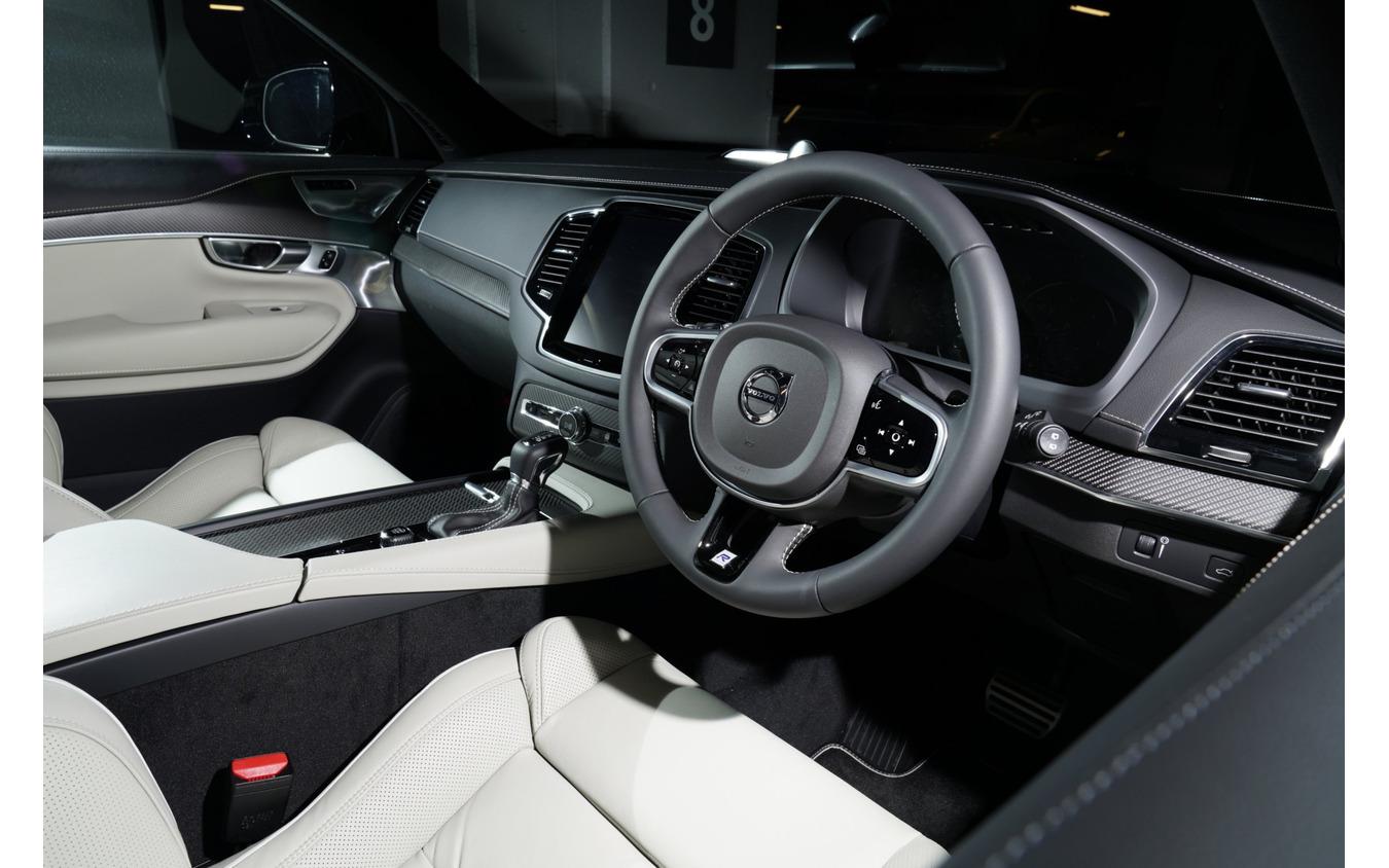 ボルボXC90 D5 AWD Rデザイン