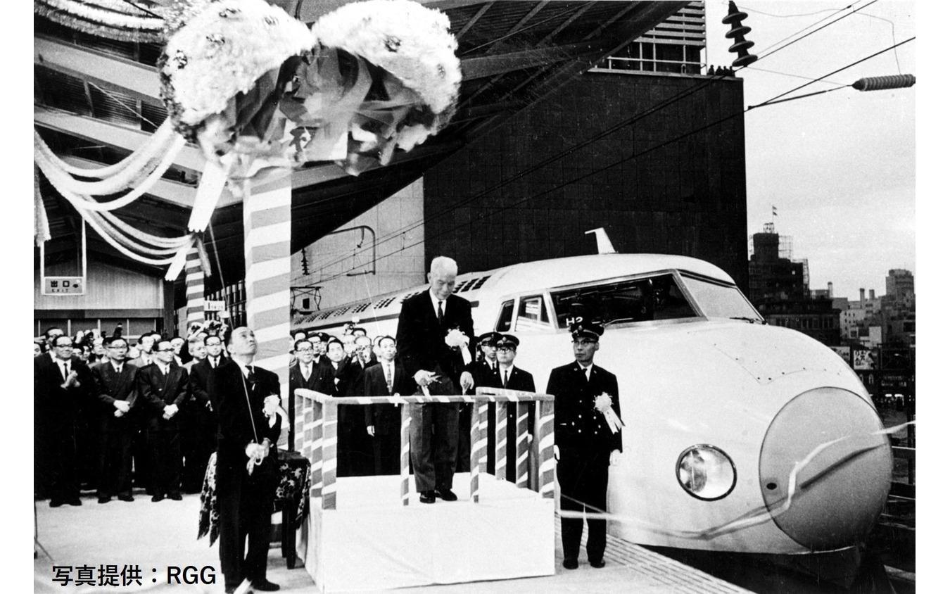 1964年開業時の0系新幹線