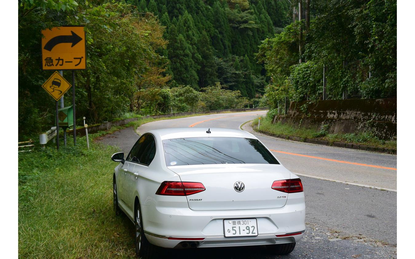 鳥取の山中にて。パサートTDIは走りの安定性はDセグメントの中でも屈指の高さであったが、速さにリソースが振られすぎな感もあった。