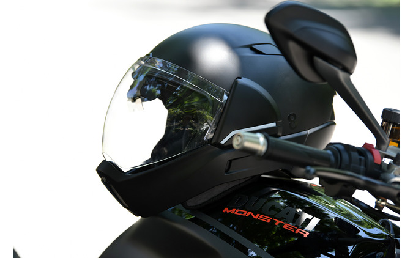 HUDとリヤカメラを内臓したスマートヘルメット「クロスヘルメット X1」