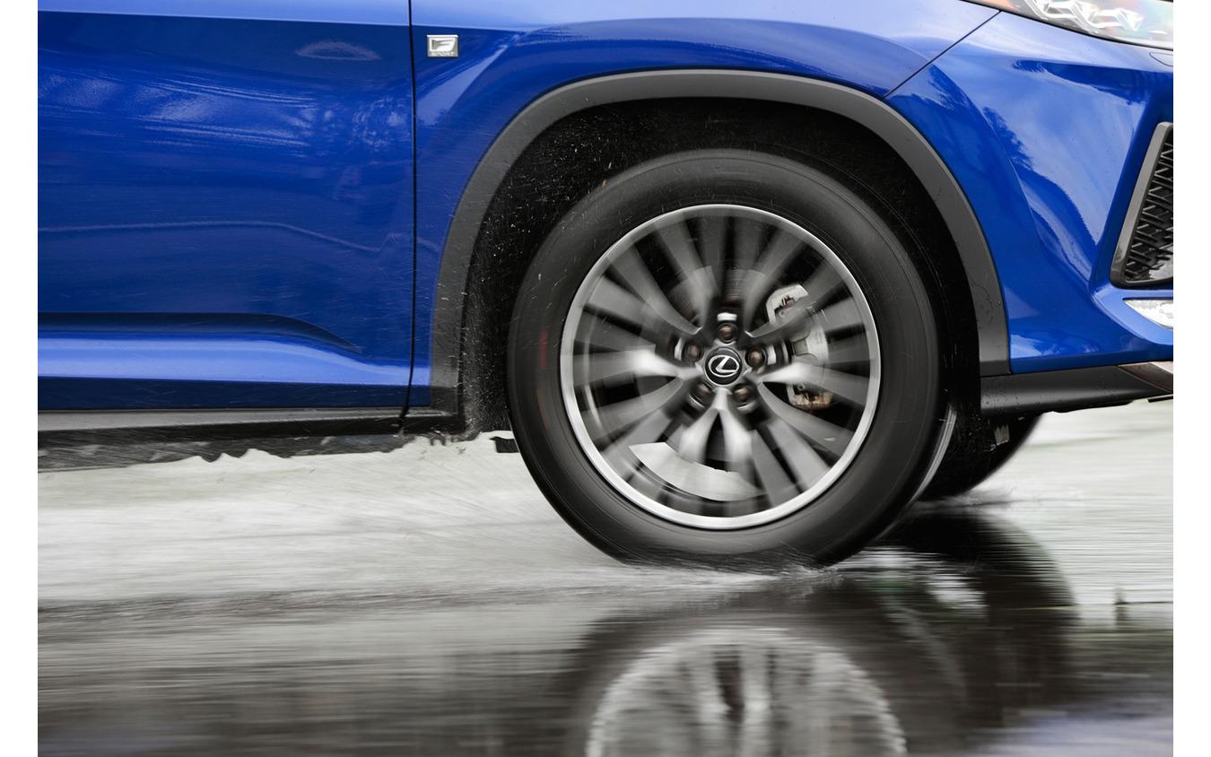 タイヤが摩耗してもウエット性能が長続きする性能持続技術を搭載
