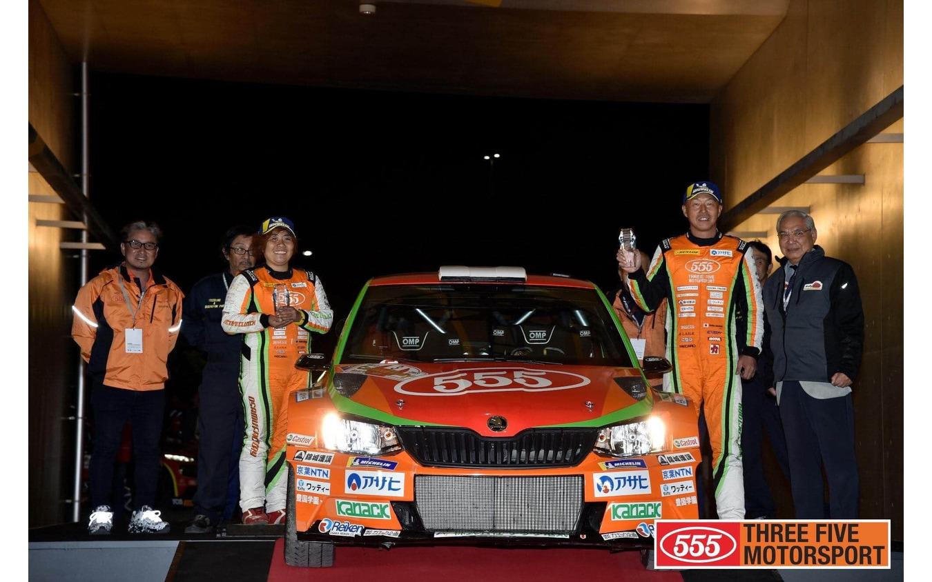 齊田美早子さん(左)とドライバーの福永修さん(右)