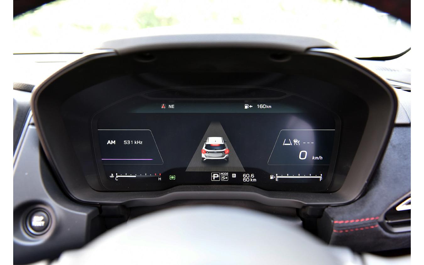 アイサイトX装備車は12.3インチフル液晶メーターを採用