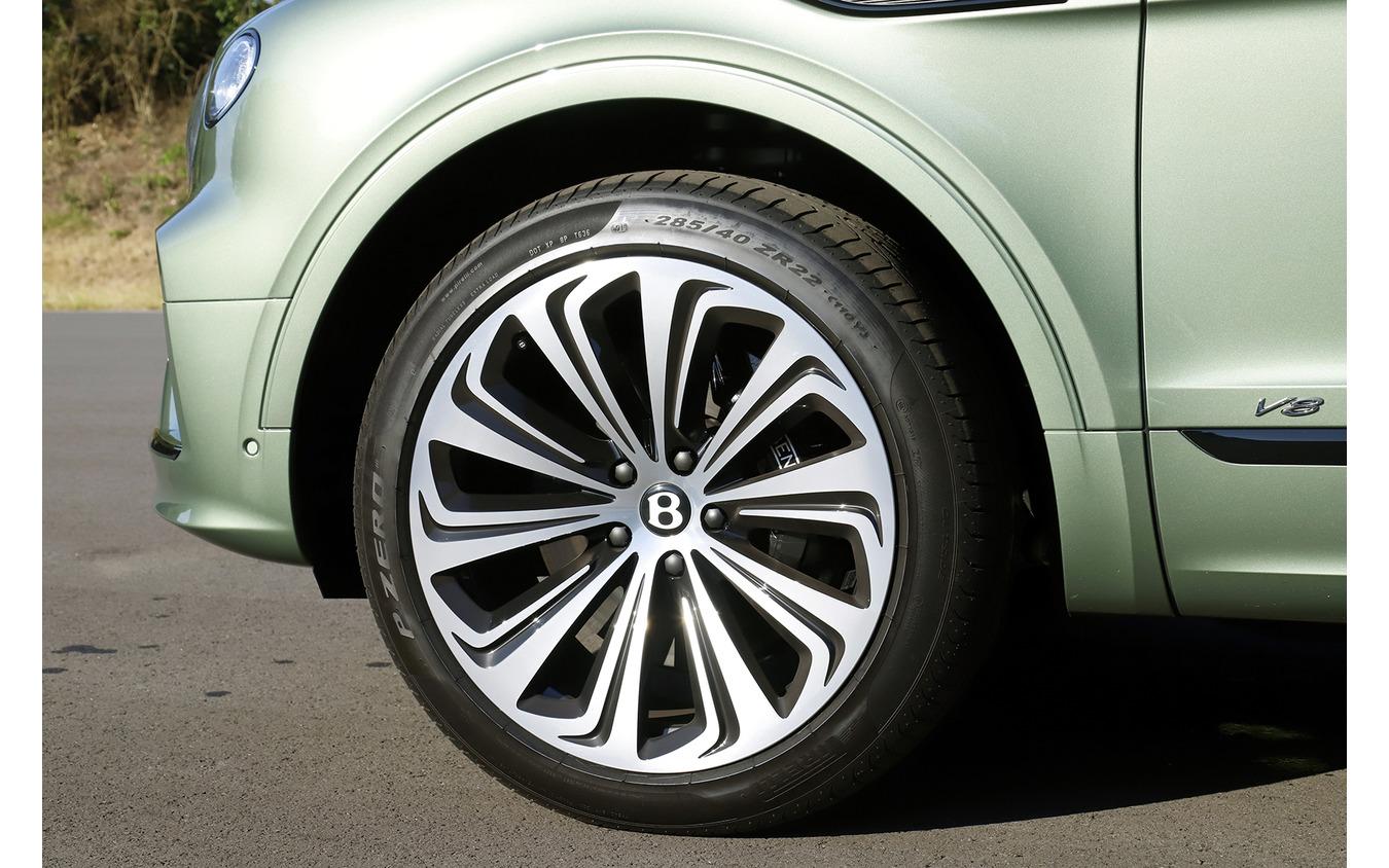 ベントレー 新型ベンテイガ V8モデル