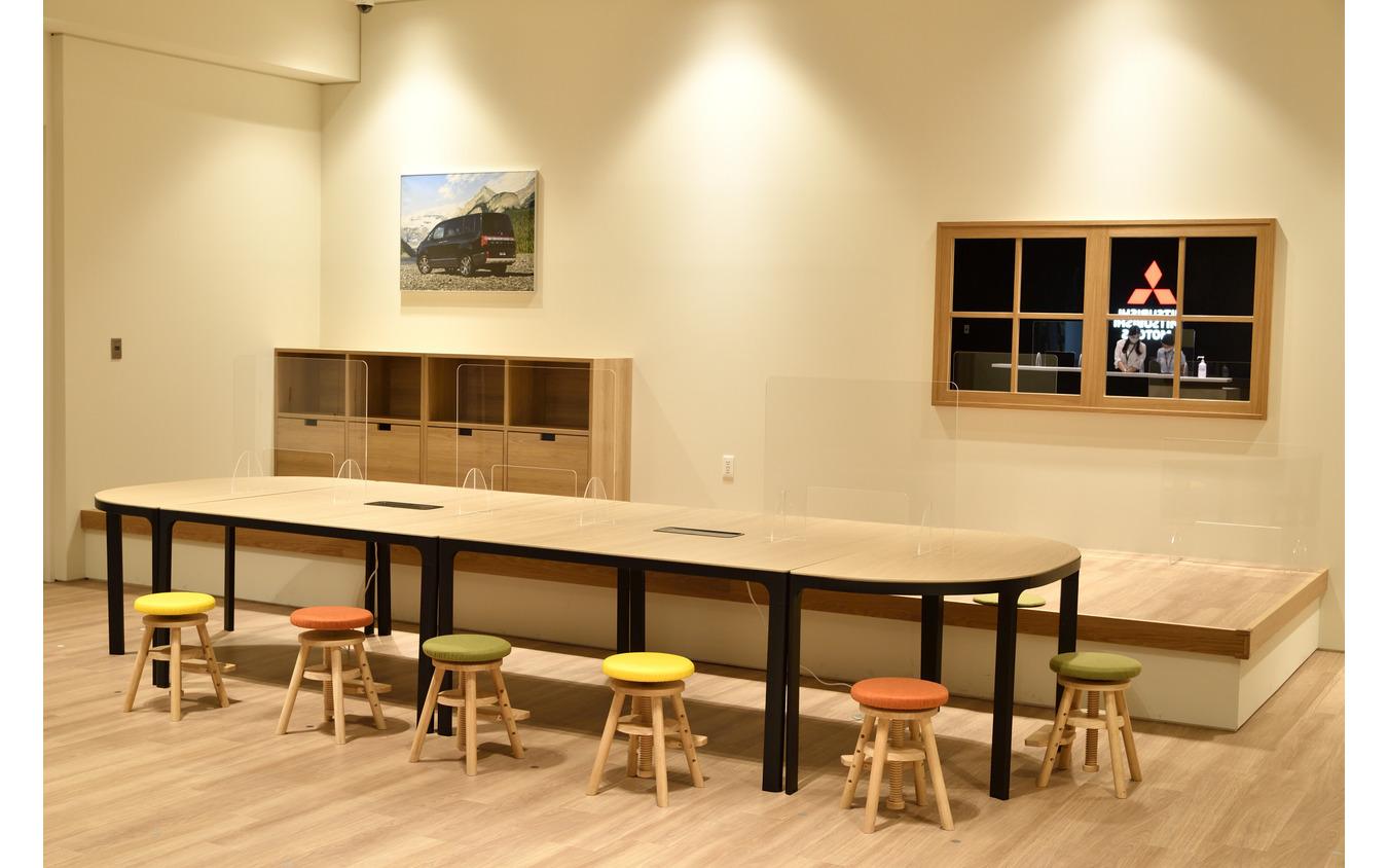 三菱自動車 本社ショールーム『MI-Playground』1階フロア