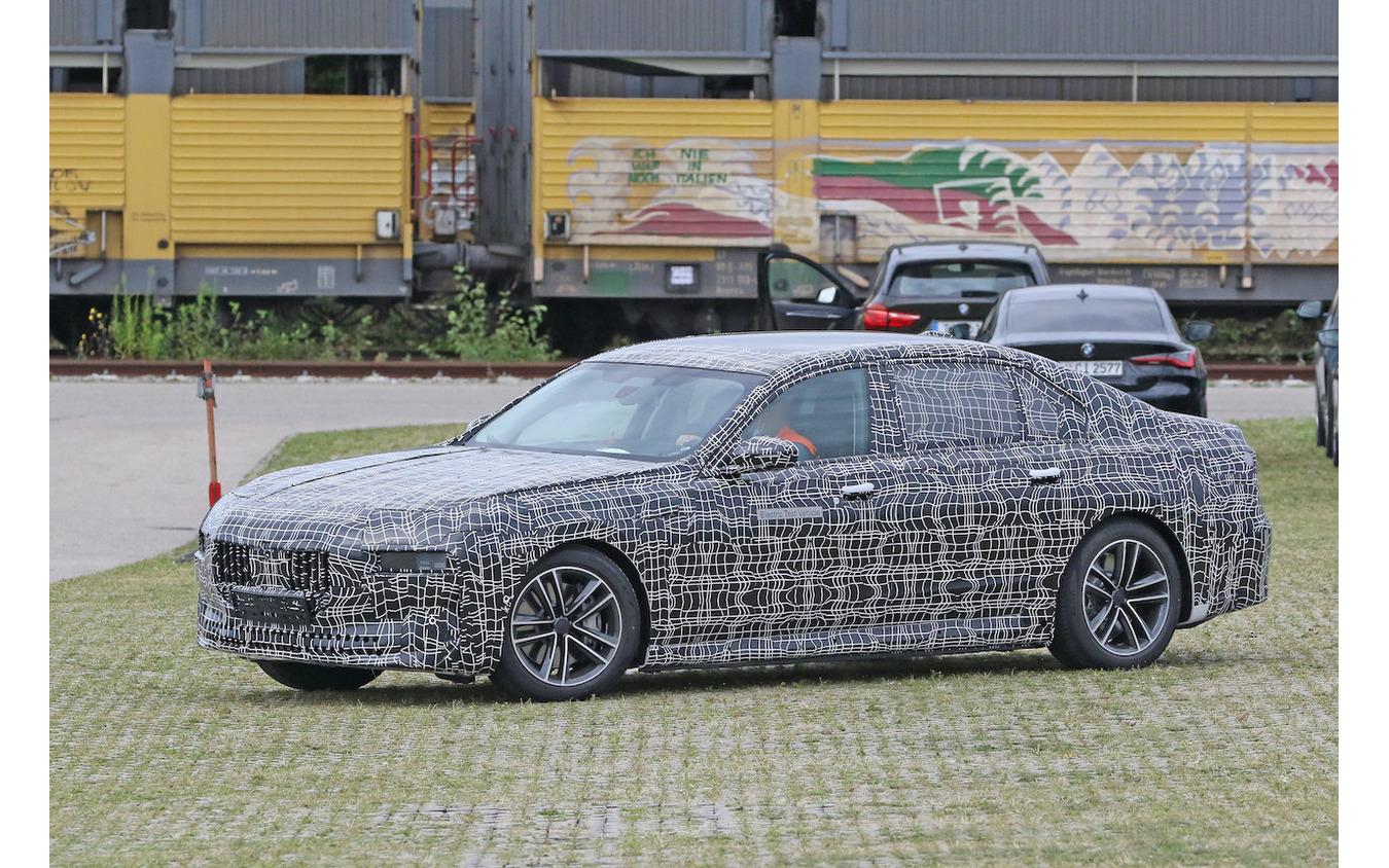 BMW i7 市販型プロトタイプ(スクープ写真)