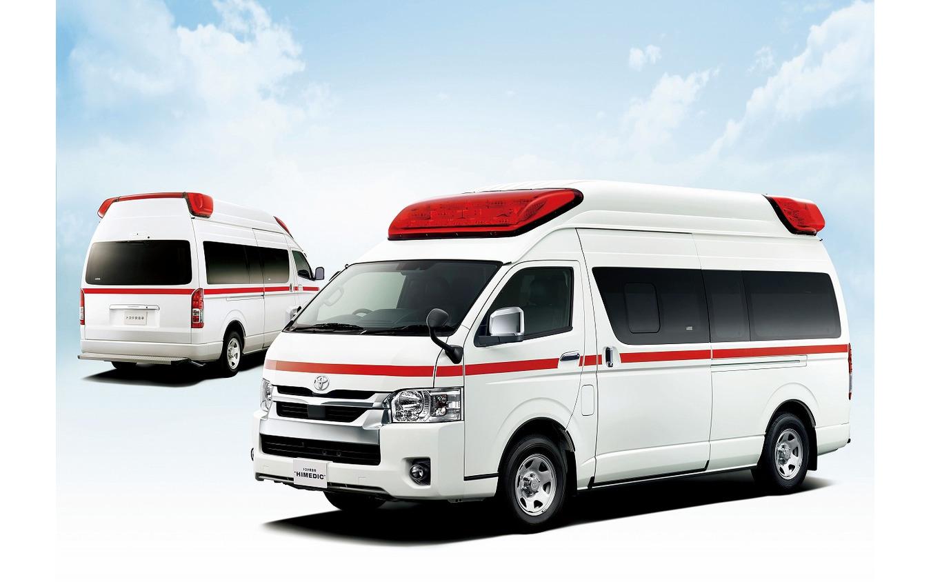 参考画像:トヨタ救急車(奥)とトヨタ救急車ハイメディック(手前)