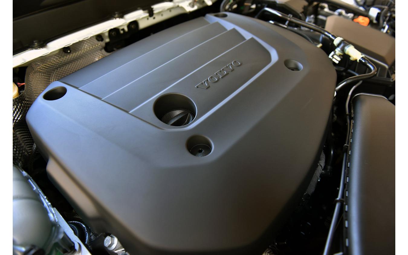 ボルボ XC40 B5 Rデザイン