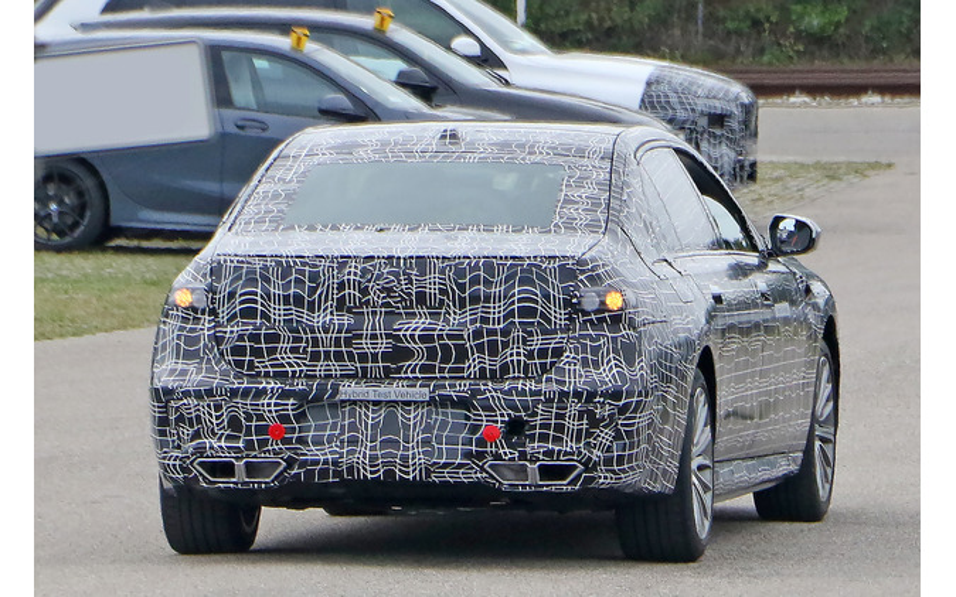 BMW 7シリーズ PHEV次期型プロトタイプ(スクープ写真)