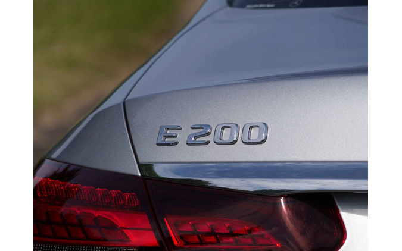 メルセデスベンツ Eクラスセダン 改良新型(E200スポーツ)