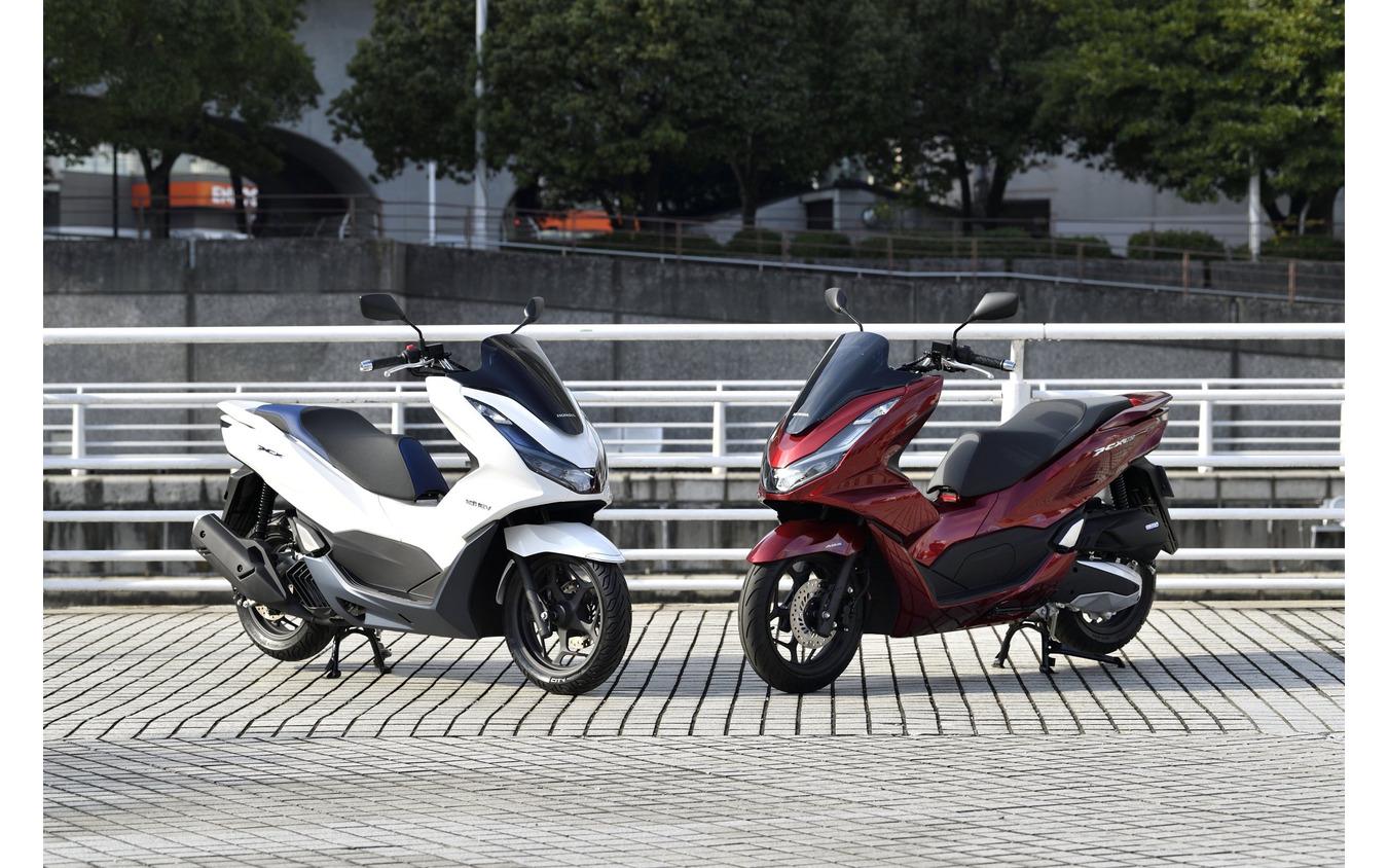ホンダ PCX125(左)とホンダ PCX160(右)