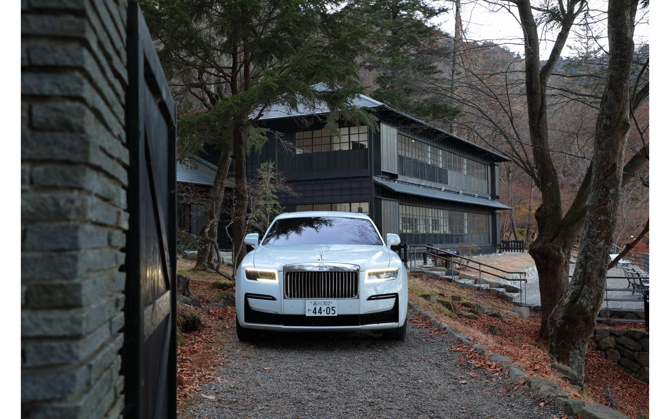 2008年まで使用された英国大使別荘とロールス・ロイス新型ゴースト