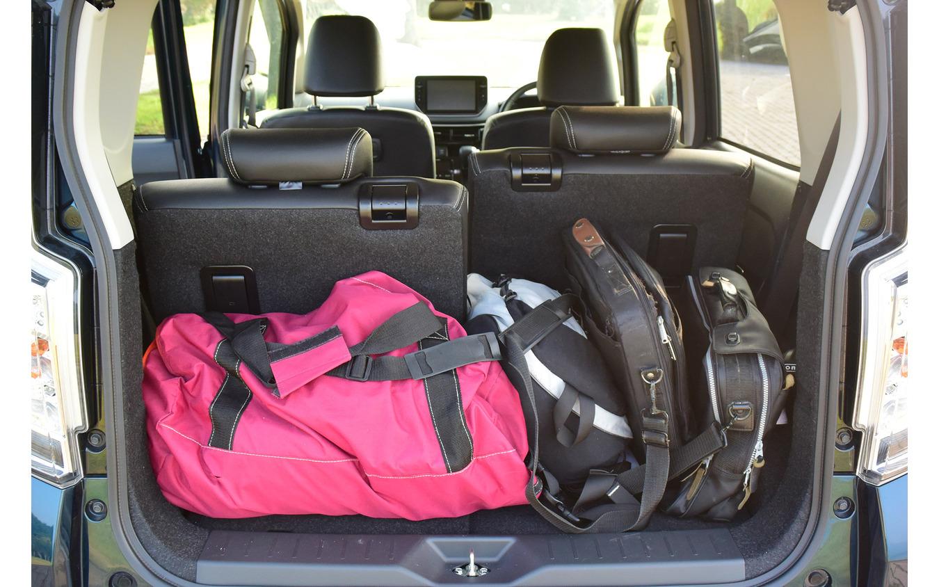 軽自動車でこれくらい手荷物が乗せられれば立派。