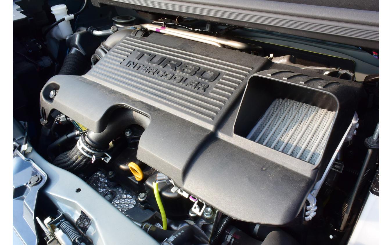 0.66リットルターボはライバルに対して少し力感不足な半面、燃費はターボ車としては相当に良かった。