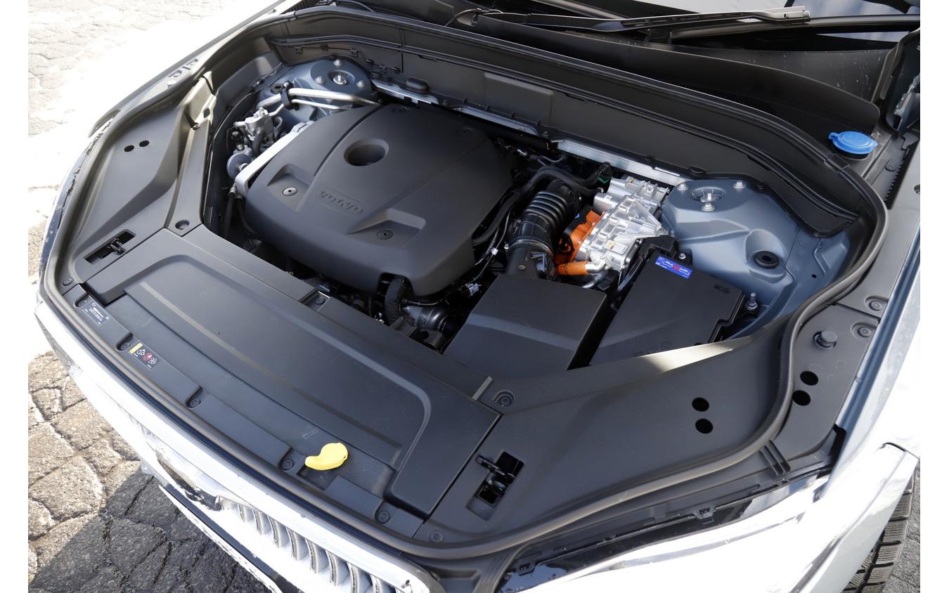 ボルボ XC90 Recharge プラグインハイブリッド T8 AWD