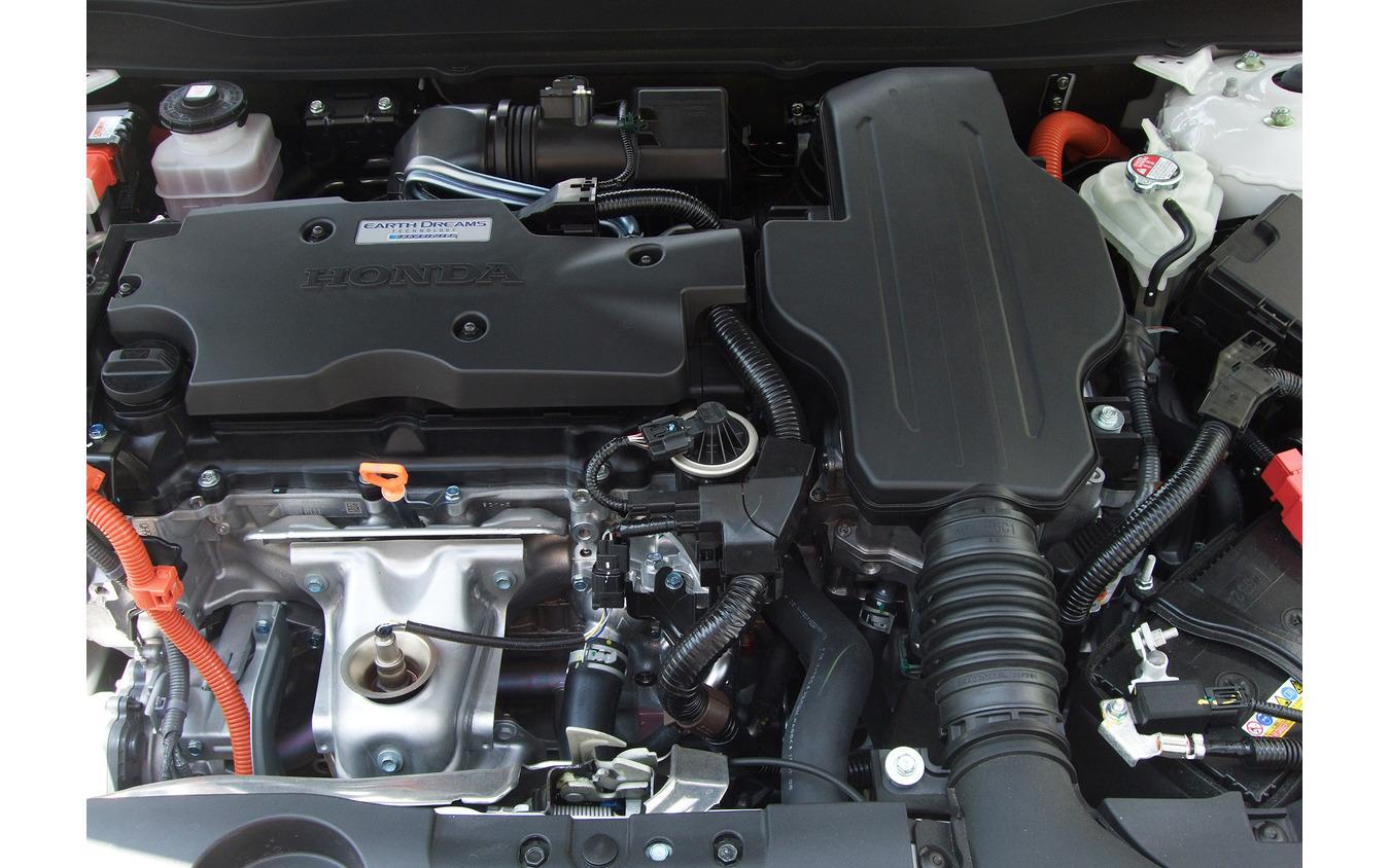 2リットル+2モーターのハイブリッドパワートレイン。力感は満点。エンジンもミラーサイクルとしては異例の快音で、すこぶる気持ち良かった。
