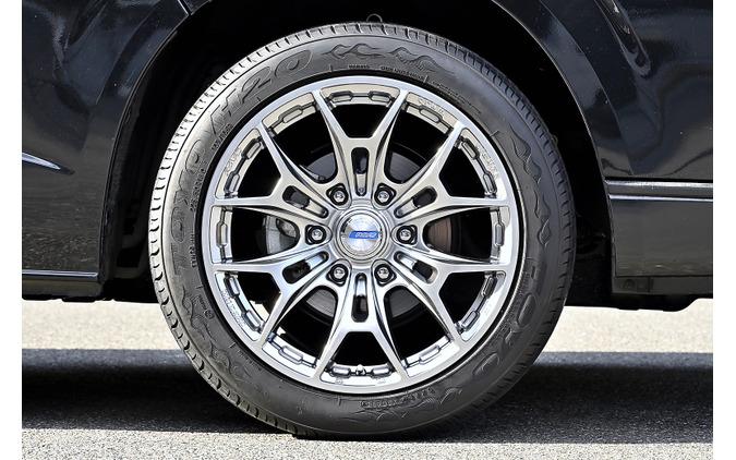 レイズ【Gram Lights AZURE 57BNX】推奨サイズ:18×8J Inset20/カラー:シャイニングシルバー/タイヤサイズ:225/50R18