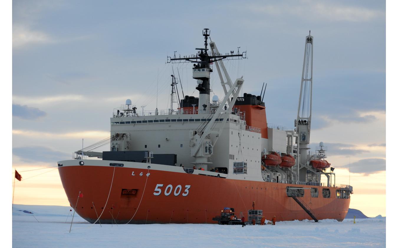 海上自衛隊砕氷艦しらせ(AGB-5003)