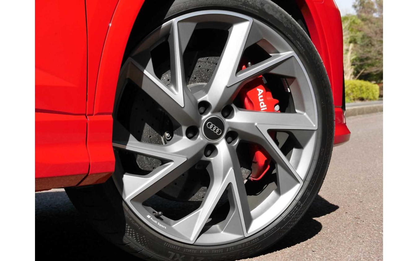 アウディ RS Q3スポーツバック