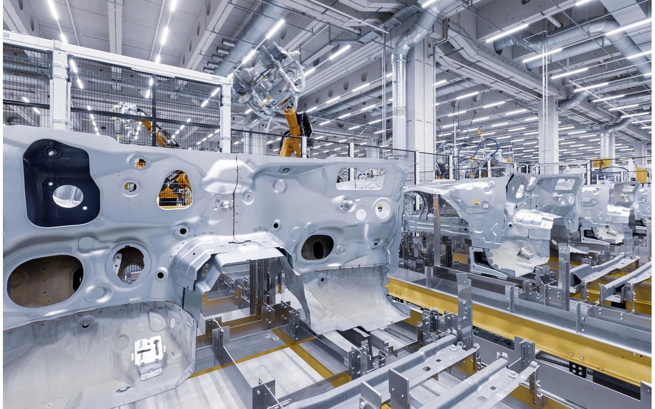 ドイツ・ブレーメン工場で生産が開始されたメルセデスベンツ Cクラス 新型