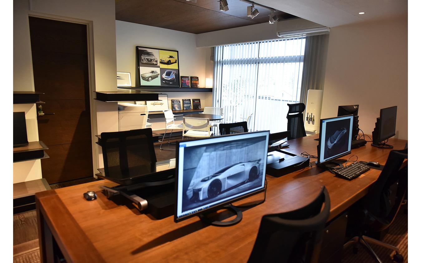 「SNデザインプラットフォーム=SNDP」のデザインスタジオ。スケッチや3Dデータを作成するためのデジタル機材が並ぶ。