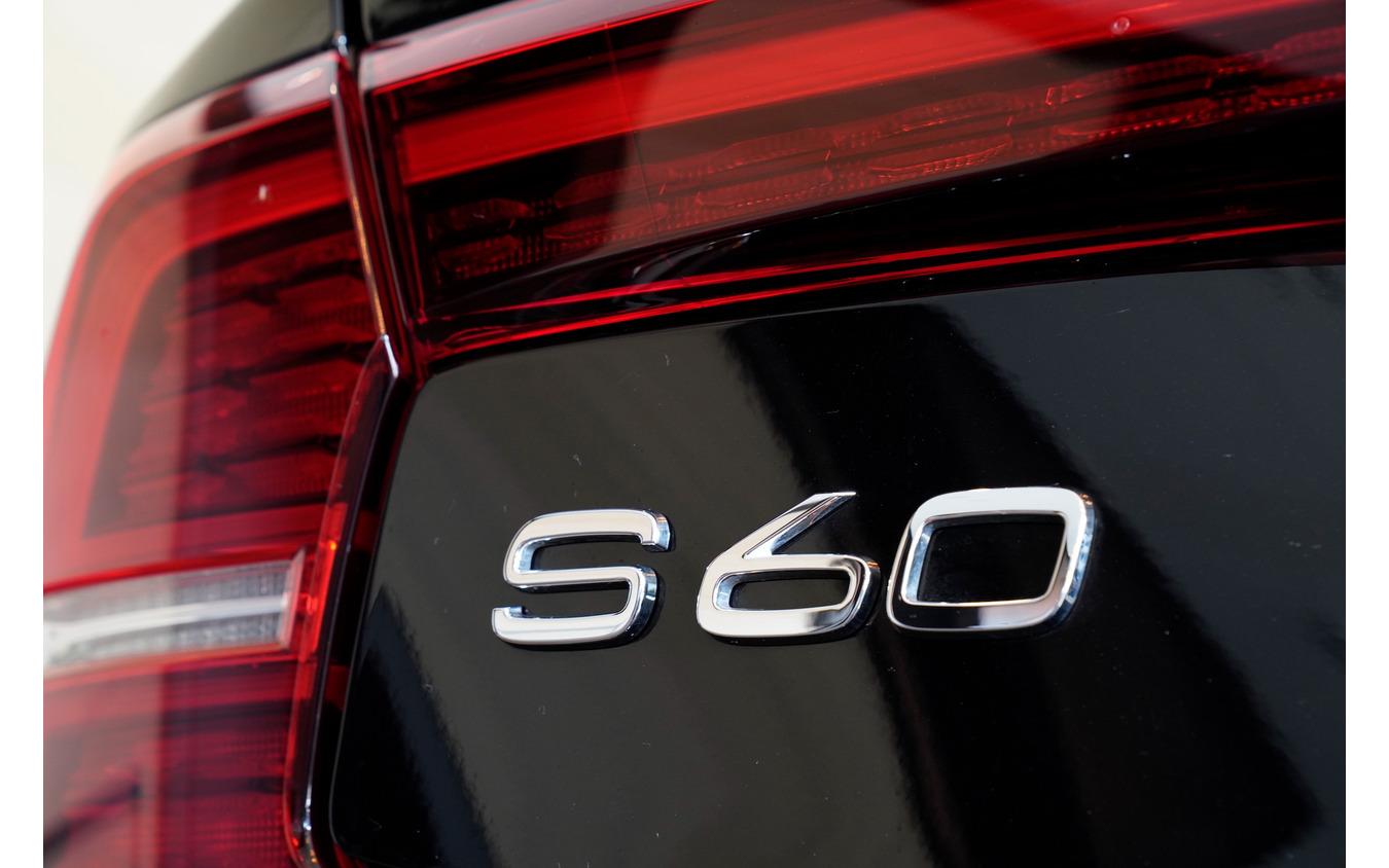 ボルボ S60 リチャージプラグインハイブリッド T6 AWD インスクリプション